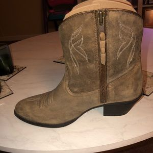 Ariat Shoes - Ariat cowgirl booties size 8.5 women's